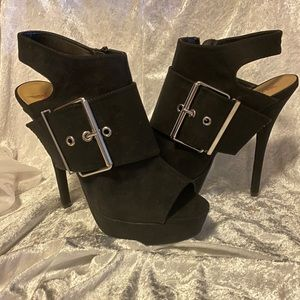 These Size 11 Amorette Heeled Booties R2Die4!!